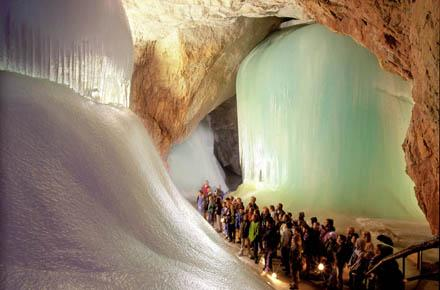 BURG HOHENWERFEN und EISRIESENWELT – Das größte Eishöhlen-System der Welt