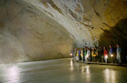 EISRIESENWELT – Das größte Eishöhlen-System der Welt